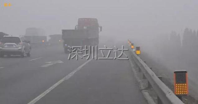 深圳立达智能雾区诱导警示灯团雾引导雾灯雾区智能交通引导